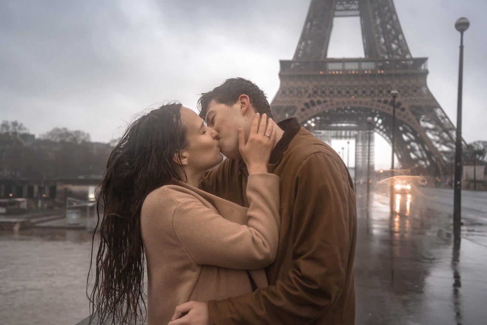 promenade à Paris par temps de pluie